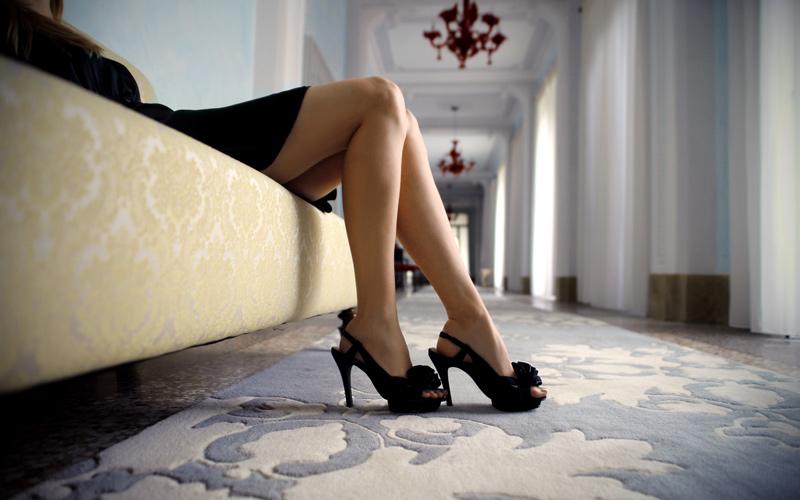 Zdravé päty v topánkach s otvorenou pätou