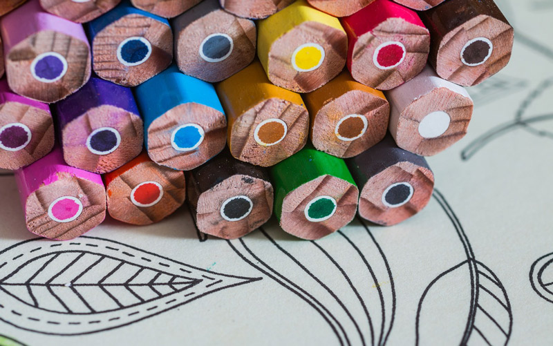 Farebné ceruzky a vymaľovánka