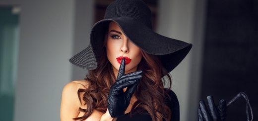 Dominantná žena a klobúk