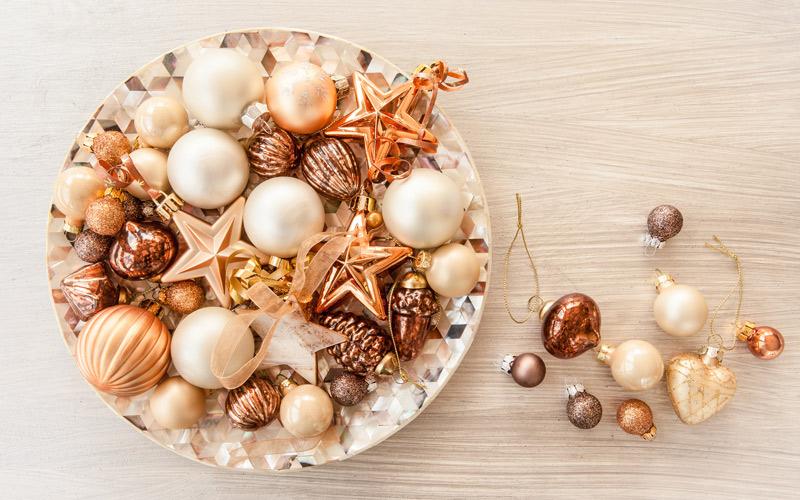 Vianočné ozdoby v bronzových odtieňoch