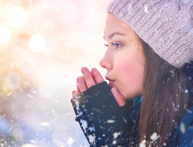 Chráňte sa pred slnkom - aj v zime môže uškodiť.