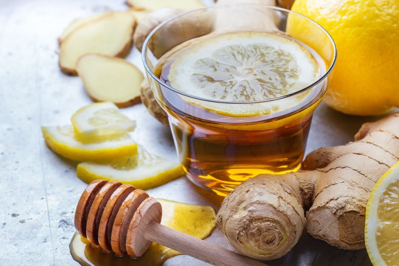 Čaj z čerstvého zázvoru zahreje celé telo.