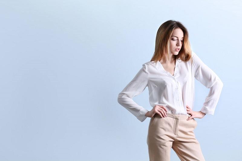 Biela košeľa a doplnky