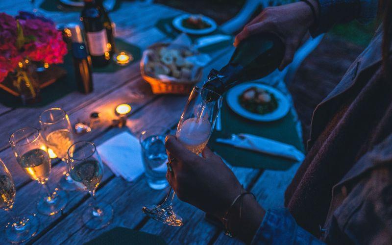 Večierok so šampanským