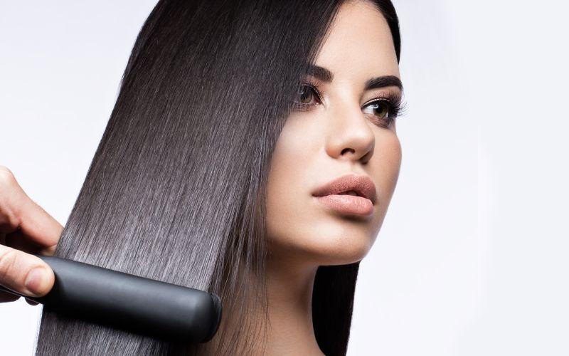 Pozor na žehlenie mokrých vlasov
