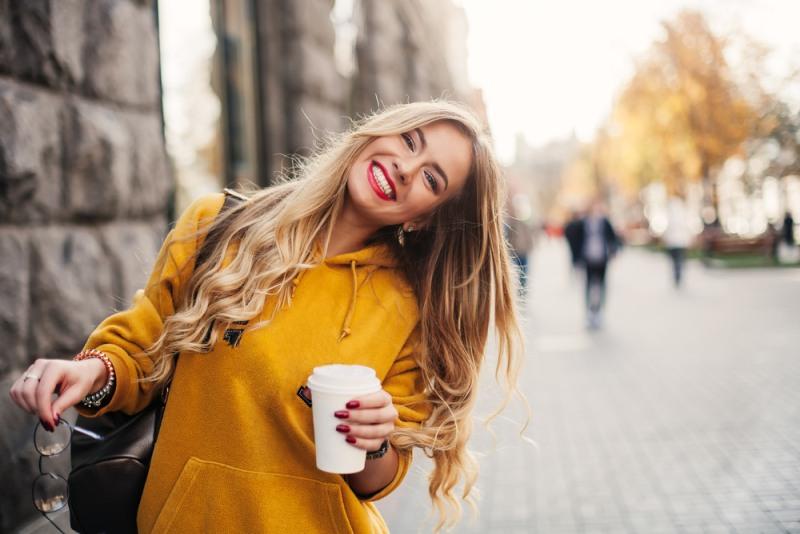 Usmievajúca sa žena